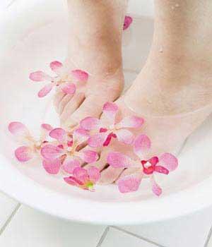 热水泡脚赛吃人参 专家教您最佳泡脚方法